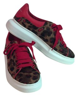 Alexander McQueen Low Top Sneakers Leopard Print Sneakers Brown and red ponyhair Athletic