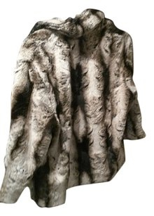 Fendi Adorable Fur Faux Fur Fur Coat