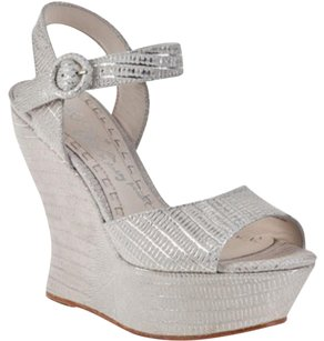Alice + Olivia Ivory and silver Wedges