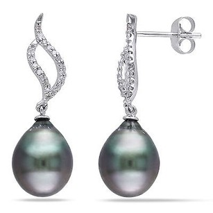 Amour 10k White Gold Tahitian Black Pearl And 110 Ct Tdw Diamond Earrings H-i I2-i3