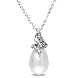 Amour Sterling Silver Freshwater Pearl And Diamond Drop Pendant Necklace 9-9.5 Mm 18