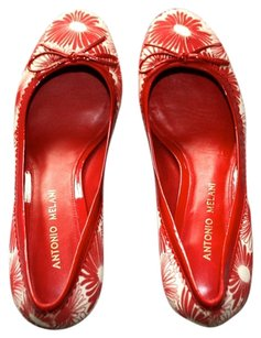 Antonio Melani Floral Red and white Pumps