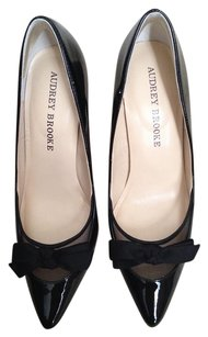 Audrey Brooke BLACK PATENT BOW MESH Pumps
