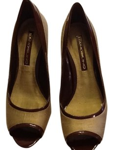 Bandolino Tanish gold/brown trim Pumps