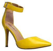 Breckelle's Yellow Pumps