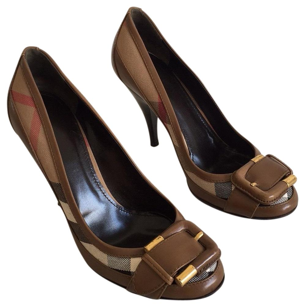 Burberry Brown Classic Nova Check Buckle Pumps Size US 8 Regular (M, B)