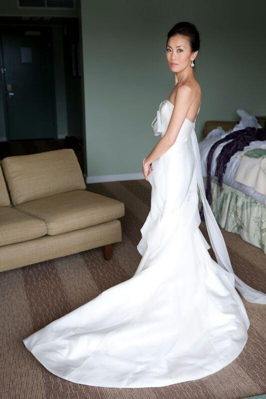 Carolina Herrera White Silk Modern Wedding Dress Size 0 (XS) ...