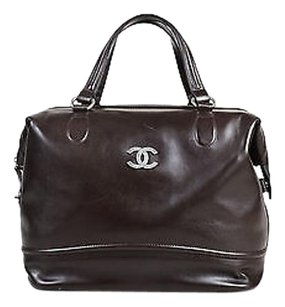 Chanel Dark Leather Shw Tote in Brown