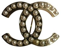 Chanel Authentic CHANEL pearl brooch