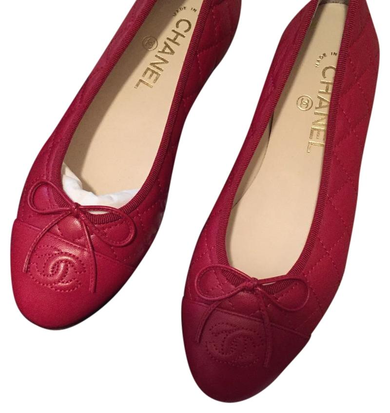 chanel flats. chanel ballet cap toe logo luxury red flats