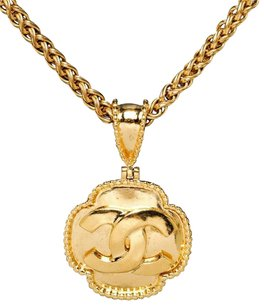 Chanel Chanel Gold CC Vintage Medallion Necklace 96A