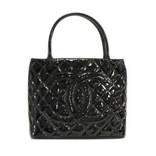 Chanel Patent Leather Hand Tote in Black
