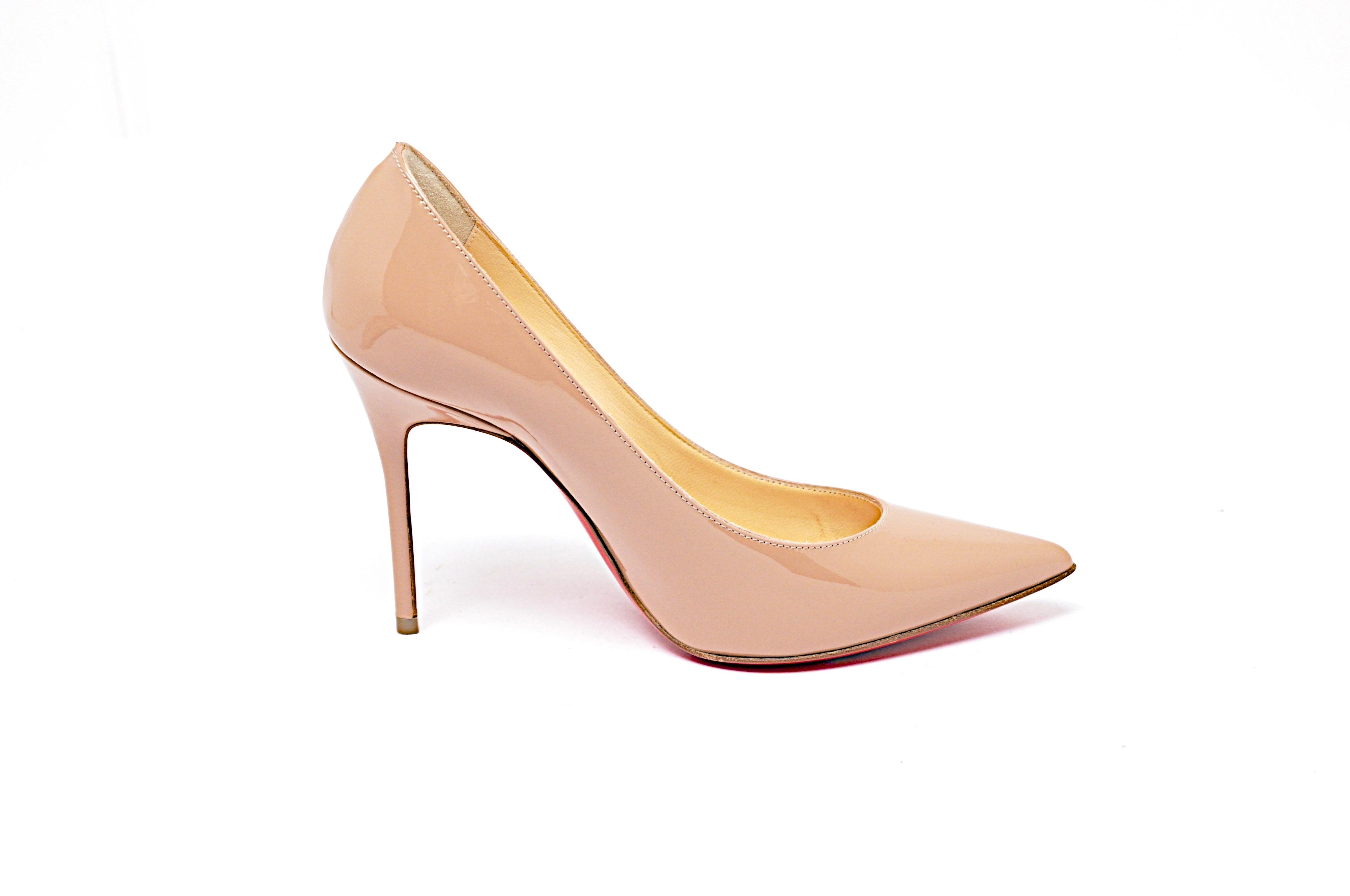Christian Louboutin Nude Decollet Patent Leather Pointed Toe 3.75 Pumps Size EU 34 (Approx. US 4) Regular (M, B)