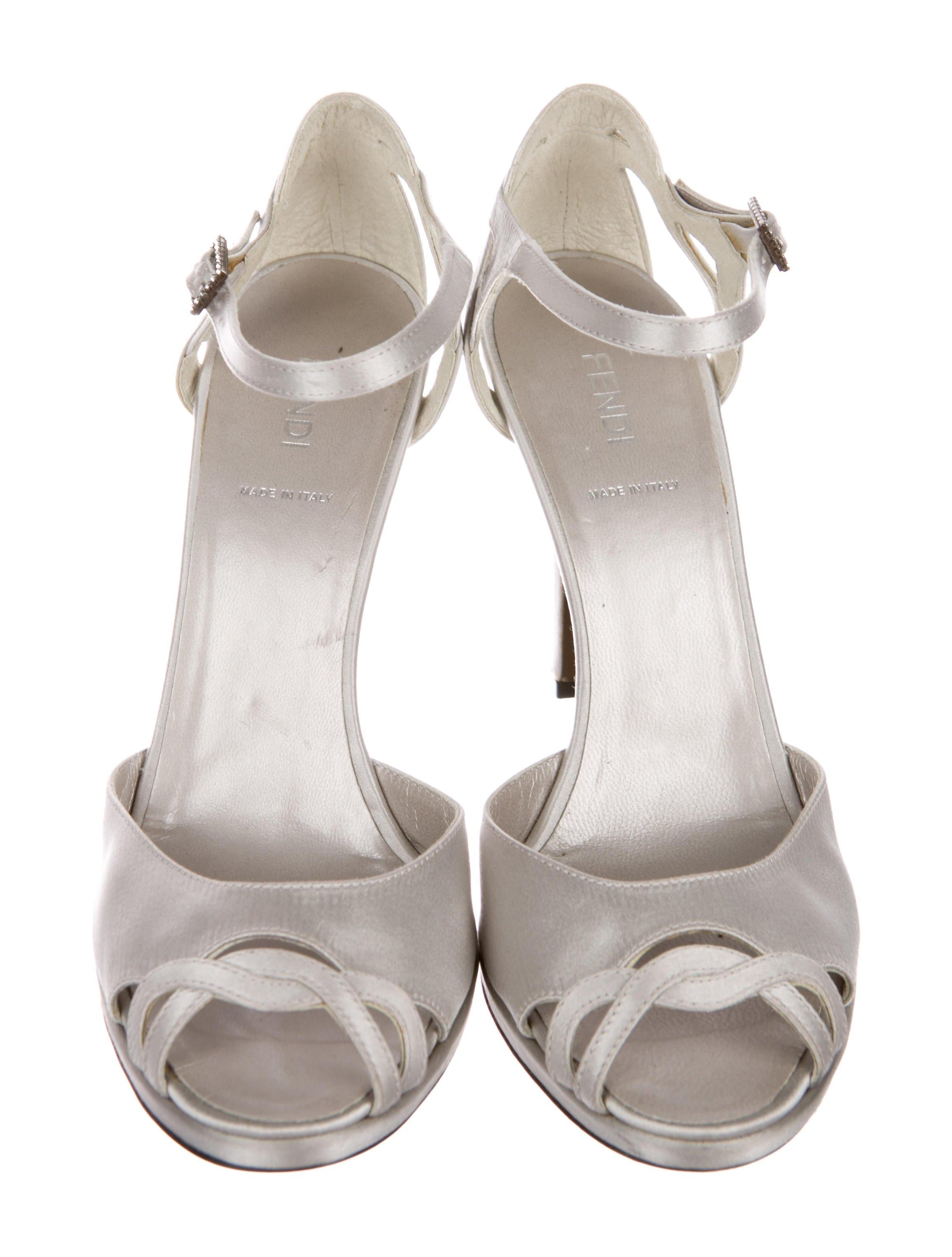 ff2822e3be5 Fendi Silver Satin Satin Satin Peep-toe (Us 8) Sandals Size EU 38.5 ...
