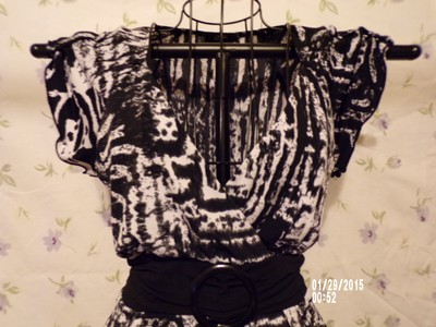 GNW Versatile Stylish Trendy On Trend Flattering Top Black/White Abstract