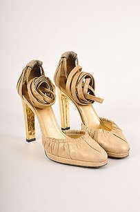 Gucci Leather Metallic Gold Pumps