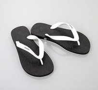 Gucci Rubber Thong Black Sandals