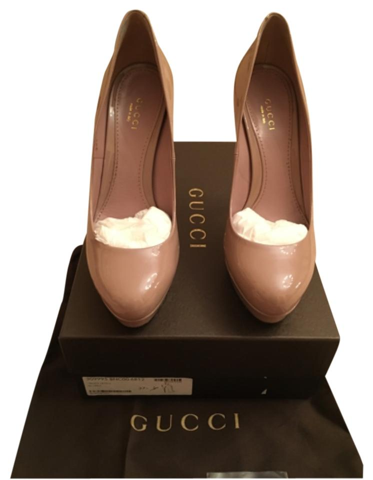 Gucci nude patent leather pumps in 7.5