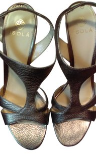 Isola Grey Pumps