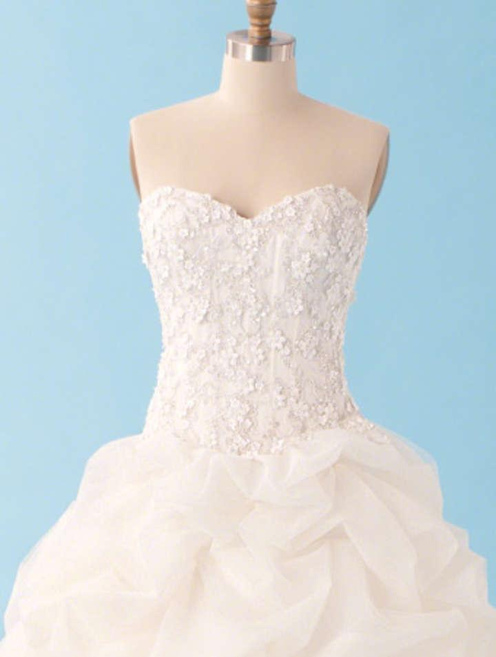 Alfred angelo sleeping beauty 227 wedding dress for Sleeping beauty wedding dress