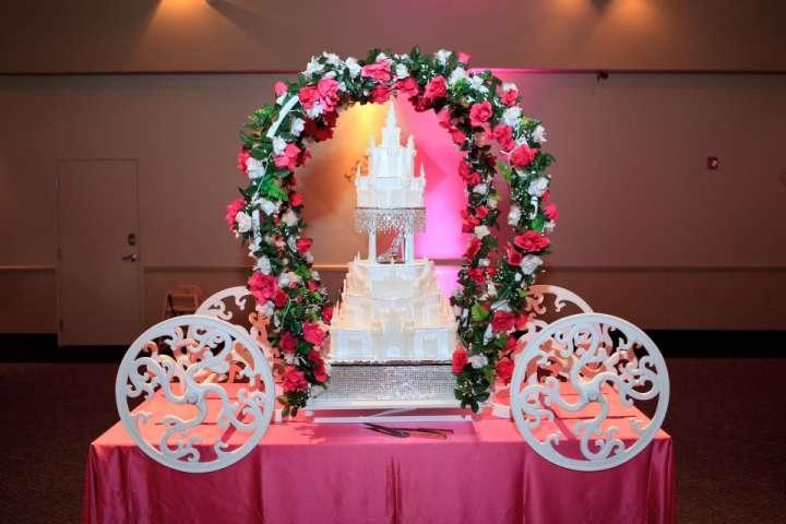 Large Cinderella Carriage Cake Stand Tradesy Weddings