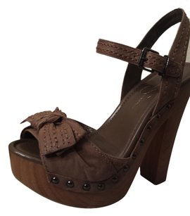 Jessica Simpson coffee Platforms