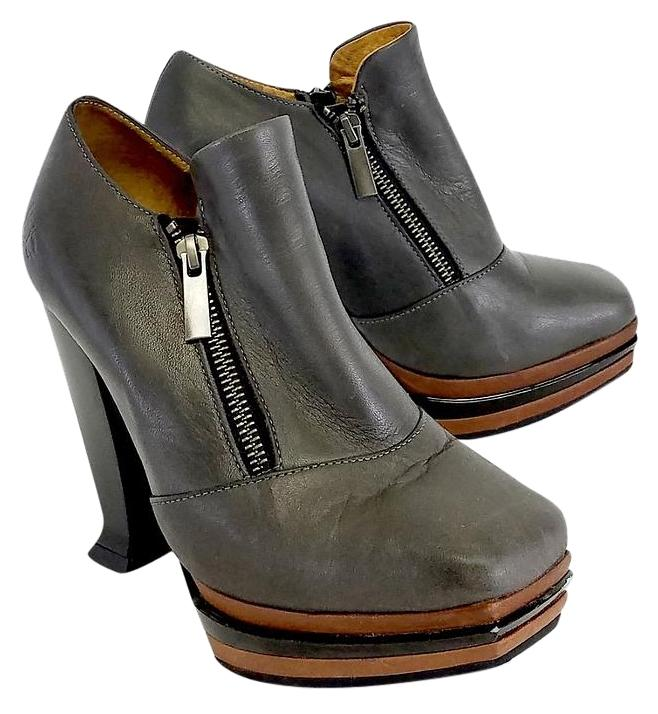 Women's Ankle Boots & Booties Boots Discover the latest styles of women's booties and ankle boots from top brands! Shop women's boots at Famous Footwear today!
