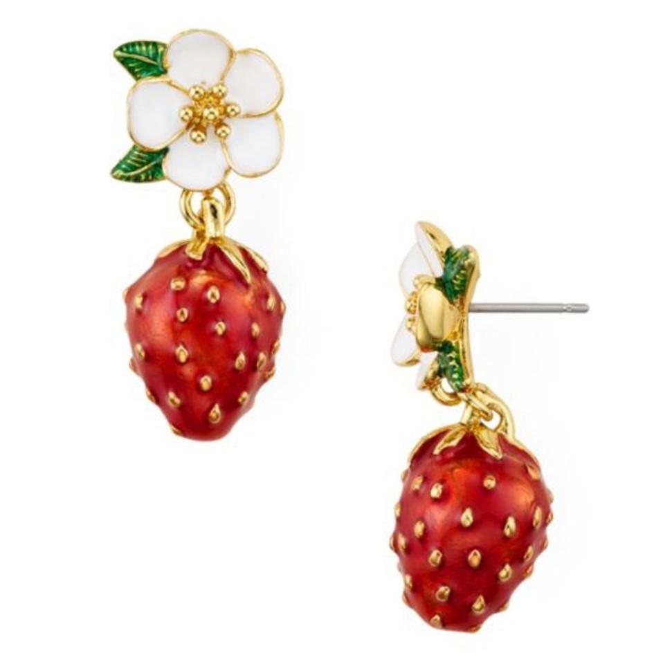 oroshe strawberry products earrings stud