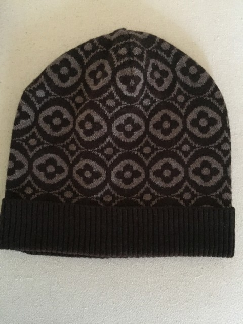 louis vuitton petit damier scarf and hat brand new 50