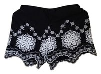 Max Studio Shorts Black and white