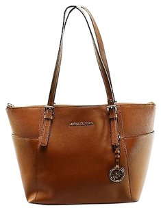 Michael Kors Shoppers Tote in Browns