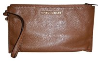 Michael Kors Wristlet in luggage