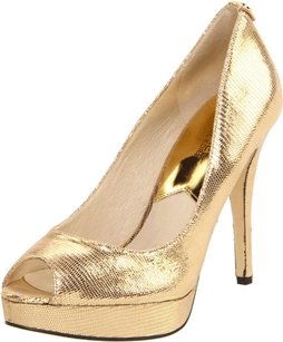 Michael Kors York gold Pumps