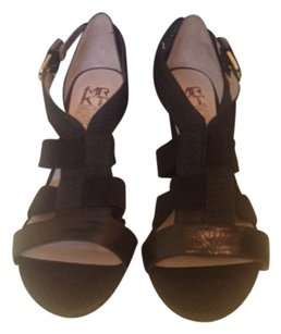 MRKT Black Wedges