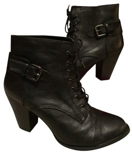 New Directions Black w Silver Buckle Boots