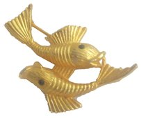 14kt gold filled Zodiac Pisces Brooch / Pin. Gold toned metal double fish swimming
