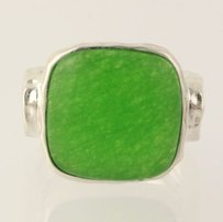Dyed Green Chalcedony Ring - 925 Sterling Silver Hammered Band Womens 7.25