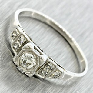 Jewelry Solitaire With Accents