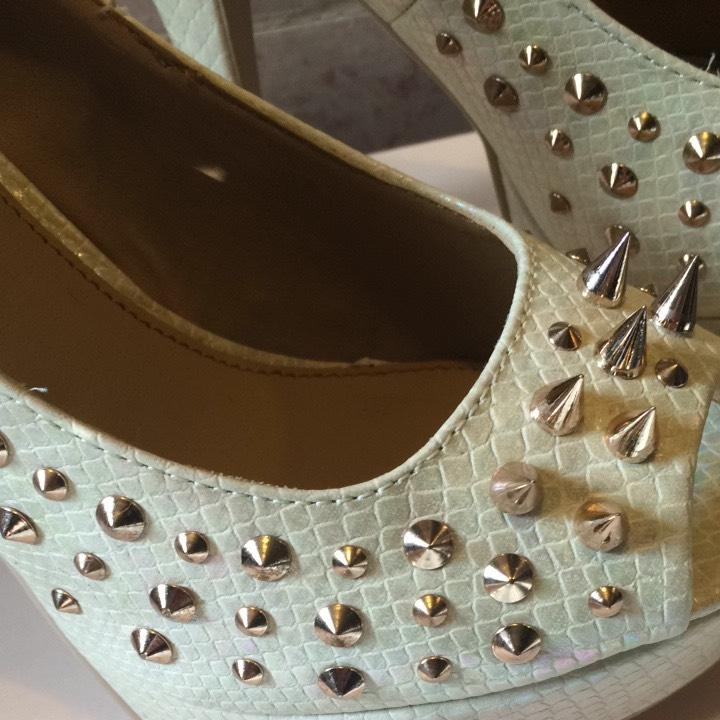 Peep.toe Spike.gold Heel