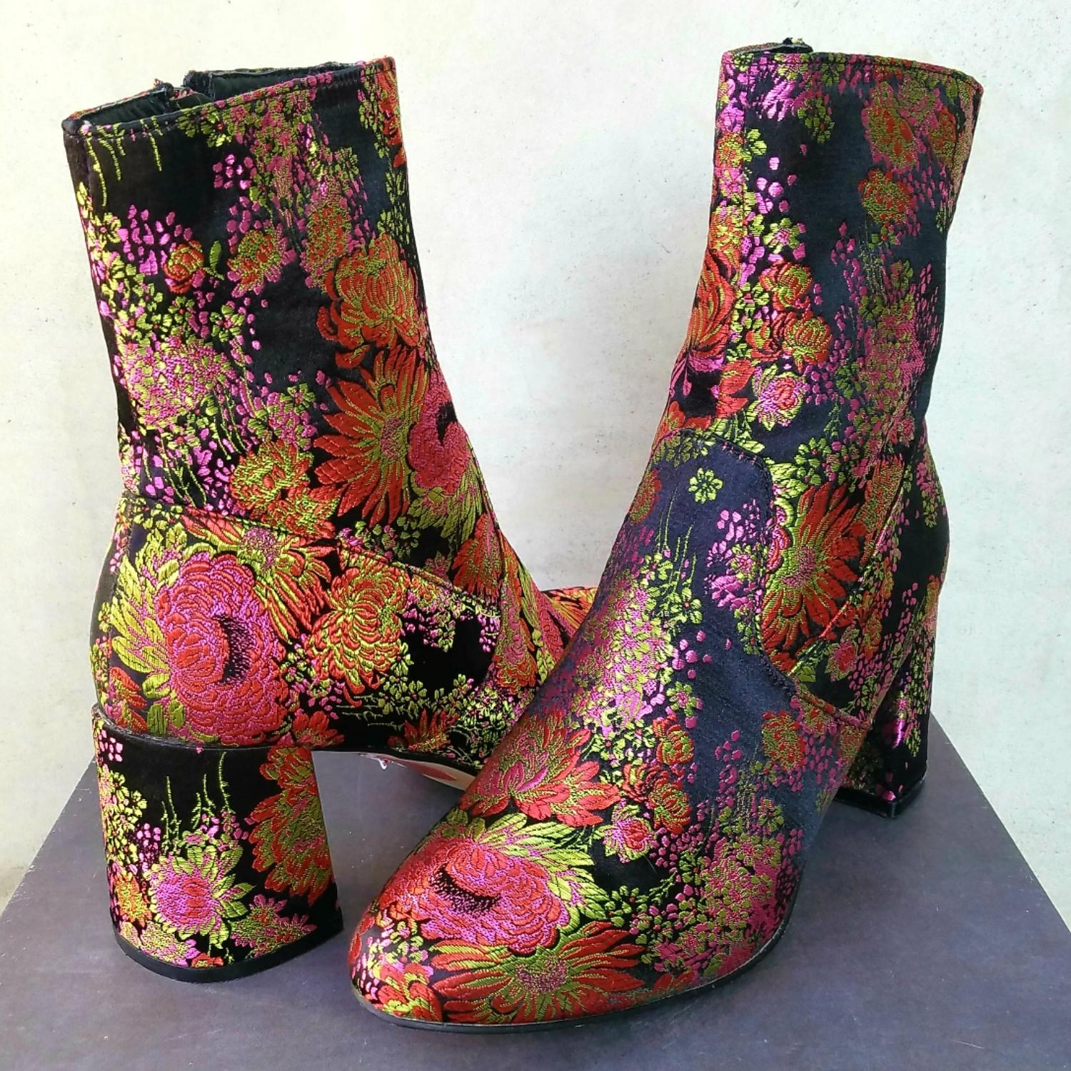 Steve Madden Black Colorfulembroidered Floral Against Black Madden Background Boots/Booties Size US 9 Regular (M, B) 51dba5