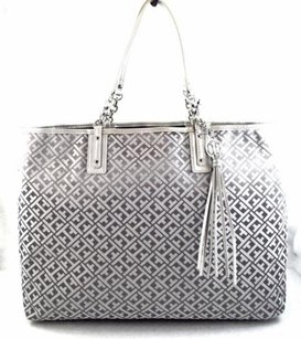 Tommy Hilfiger Grey Signature Tote in Gray
