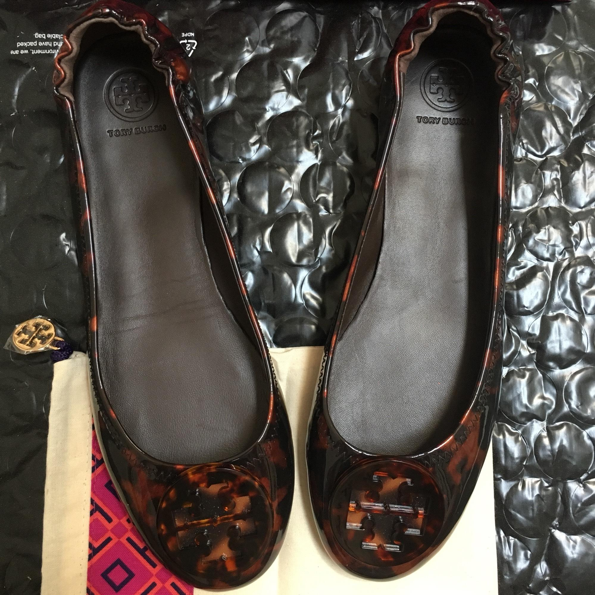 50e6285104aa ... Tory Burch Brown Women s Minnie Tortoise Printed Printed Printed Patent  Leather Travel Ballet Flats Size US ...