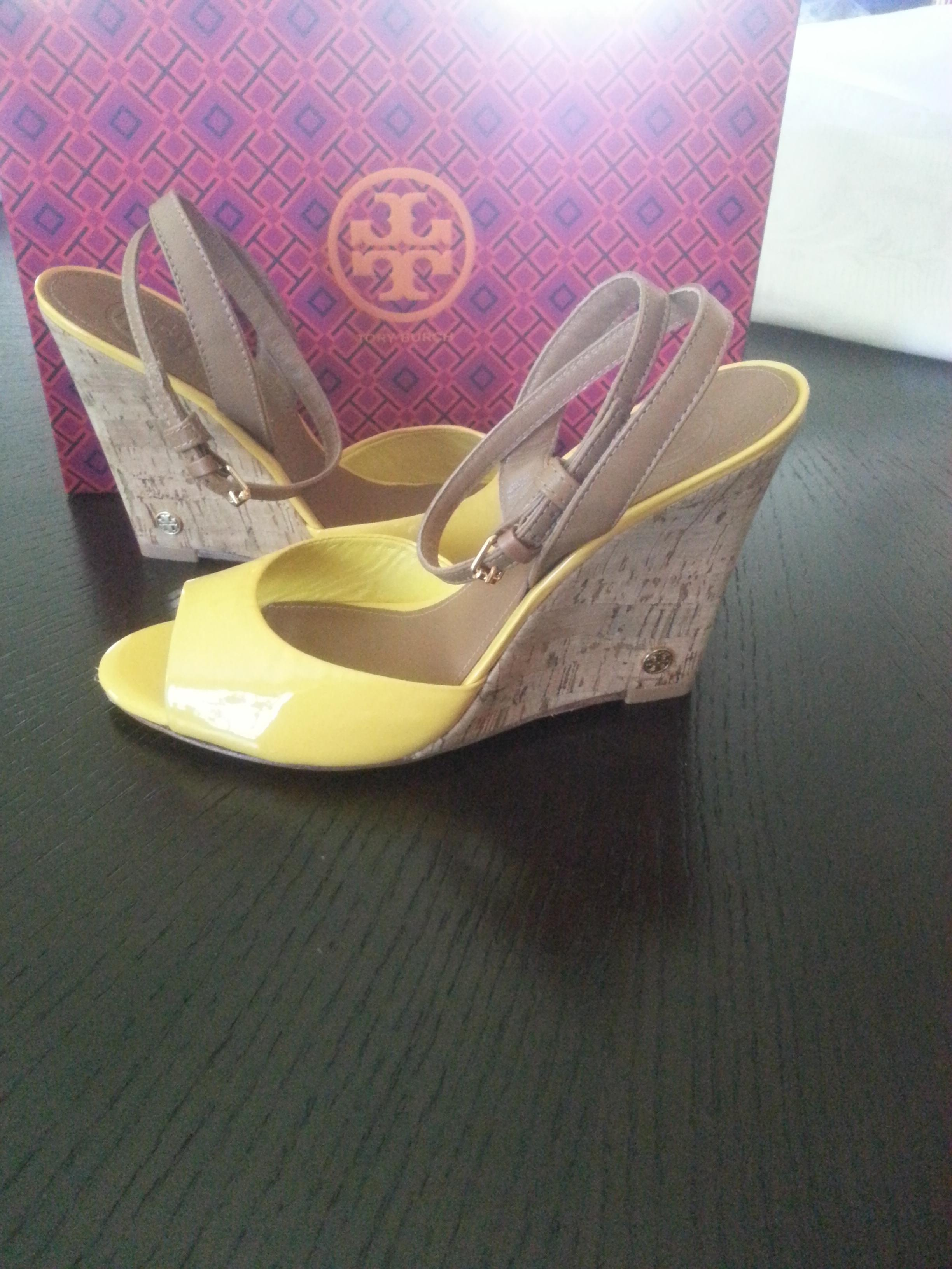 0ce37e24e ... Tory Burch Burch Burch Yellow Ashton Sandals Size US 8 Regular (M