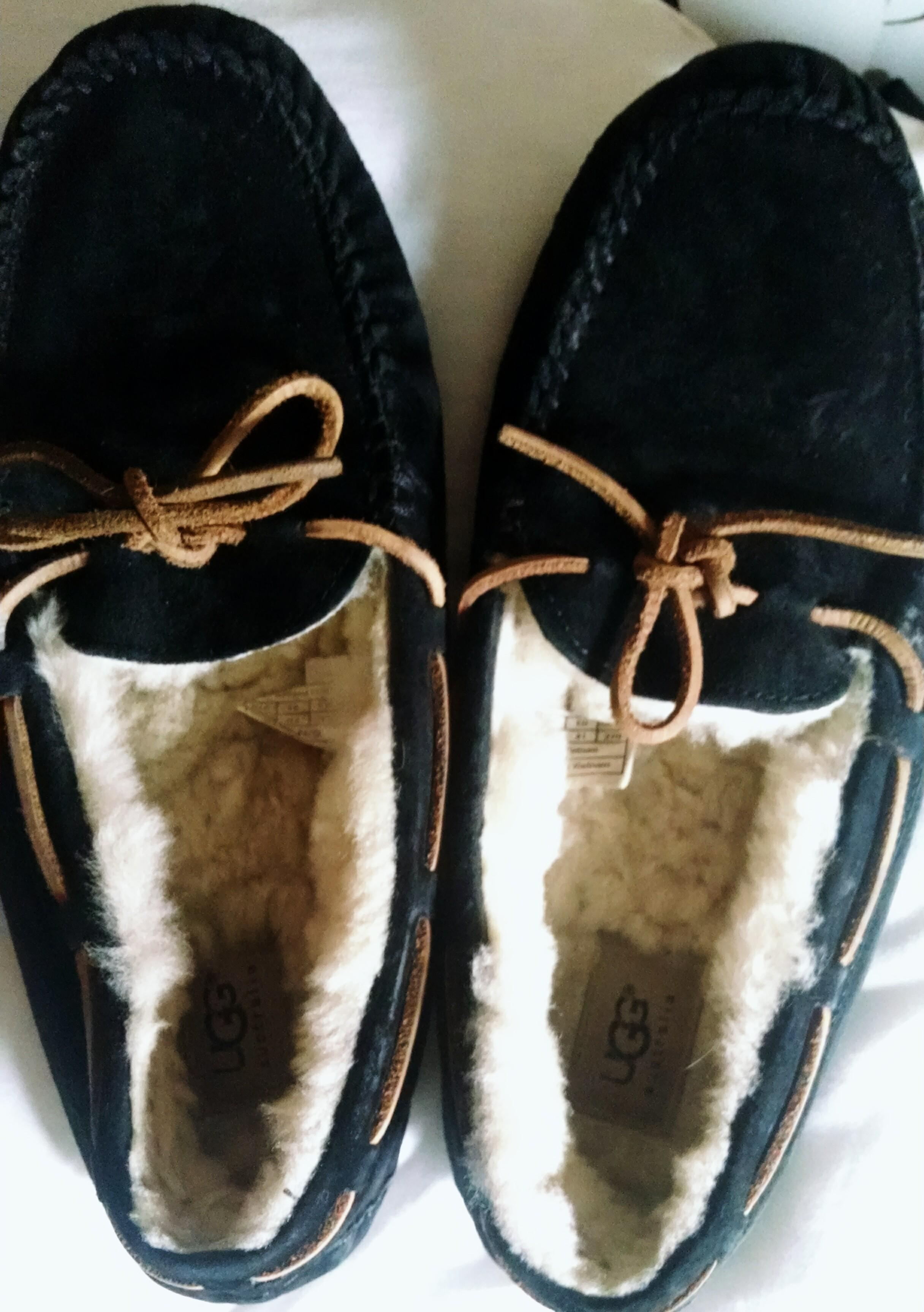 ugg dakota moccasins black