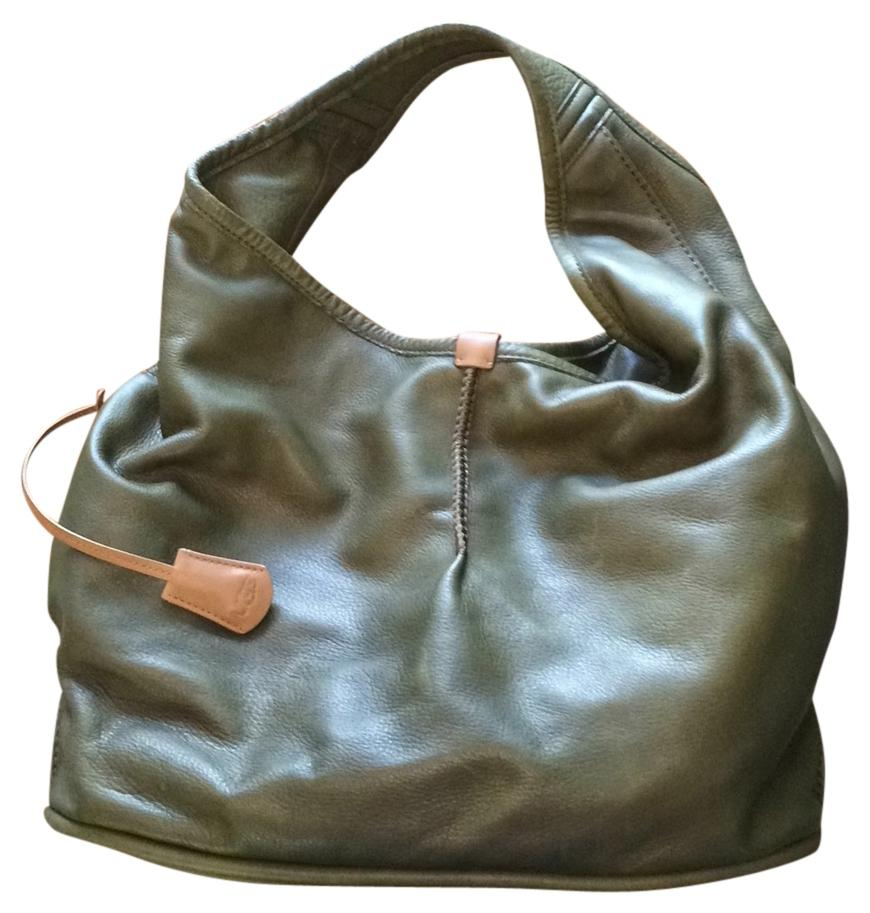 The durability of leather handbags ensures that you can use it to carry your belongings in style for many years to come, and you never have to worry about it going out of style. Easy to Take Care Of. Women's leather bags are much easier to take care of than bags made of other materials.