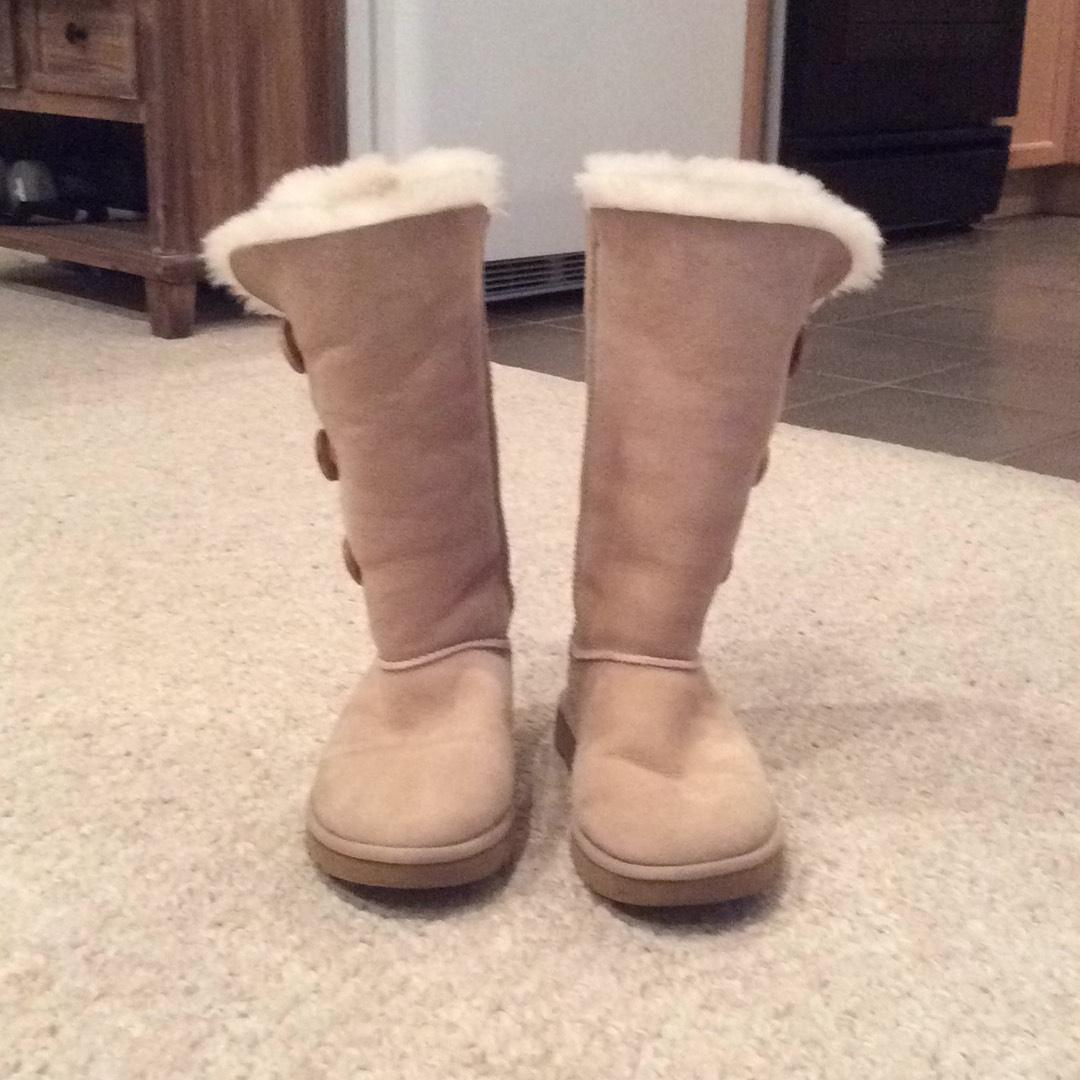 54953d8990a switzerland ugg bailey button boots size 8 needles 88f05 a58fb