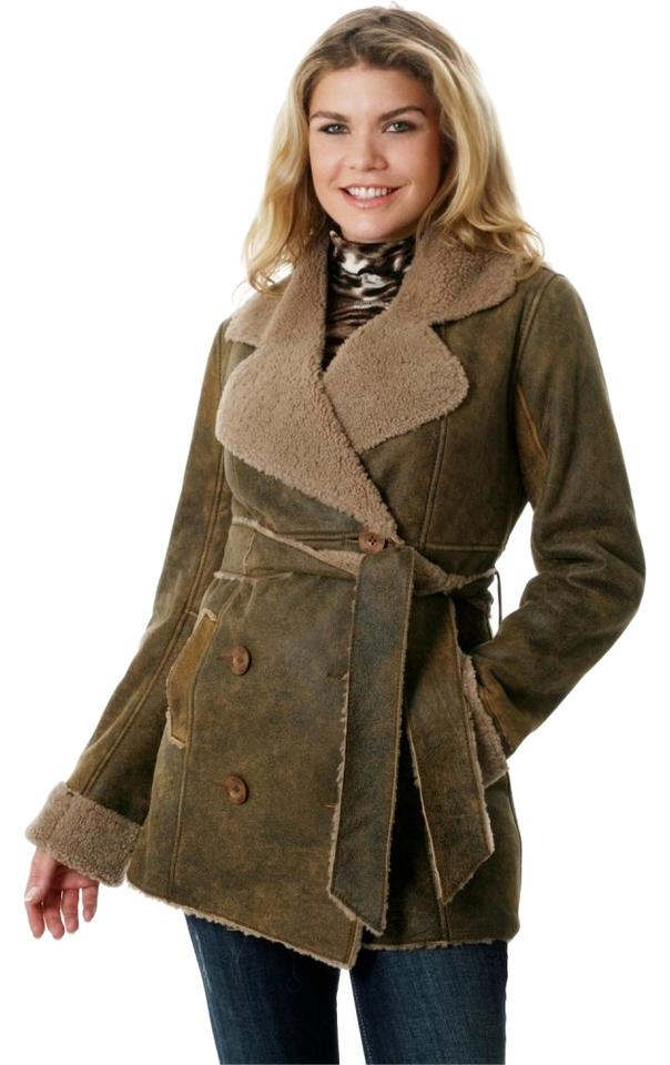 Women's Short Trench Coats Keep it short. A selection of women's trench coats in shorter lengths, from our Heritage Trench Coat in four classic colours to seasonal coats in technical fabrics and cotton.
