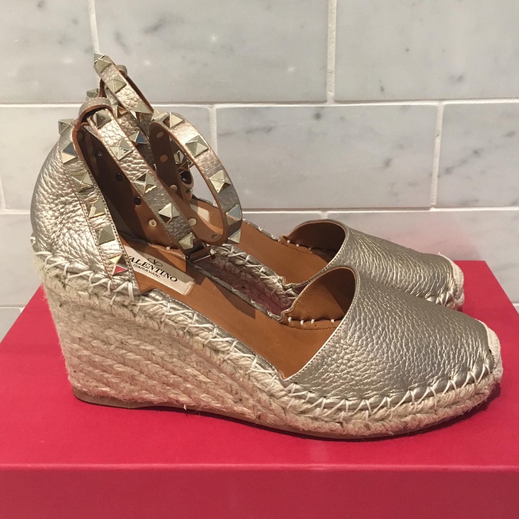 cheap enjoy clearance pre order Valentino Rosette Espadrille Wedges for cheap for sale cheap 2014 newest best seller LO01nLw